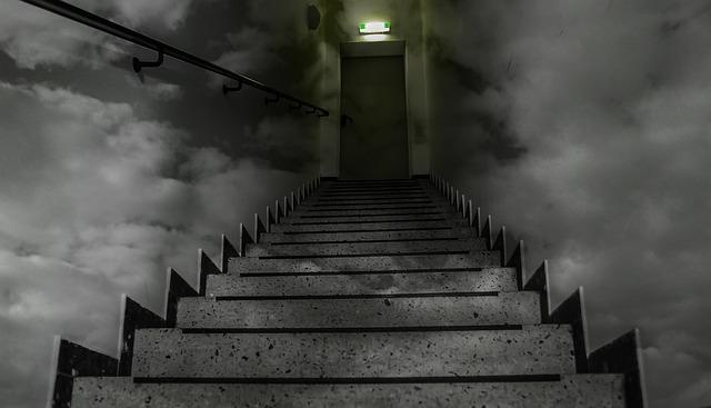 tmavé schodiště