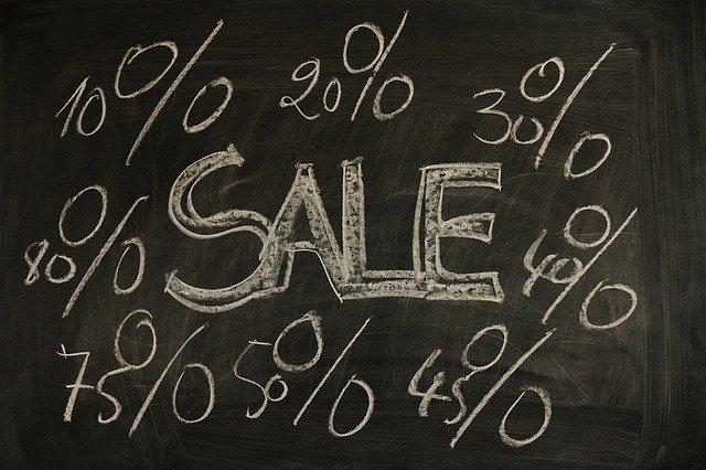 Je možné nakupovat levně?