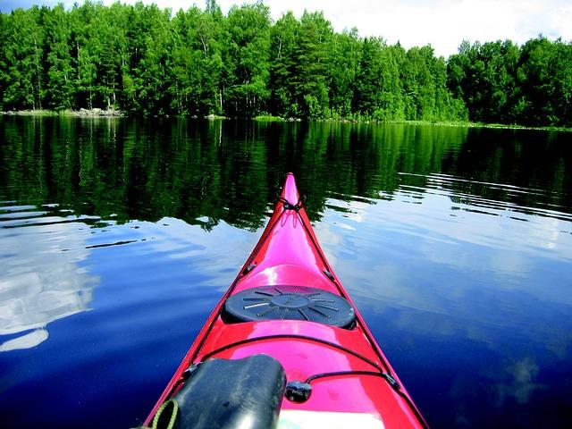 kánoe na jezeře