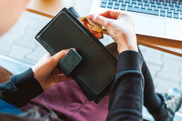 peněženka s kartou